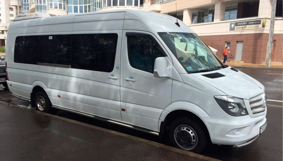 Аренда микроавтобуса белого цвета с водителем в СПб от Autoproject