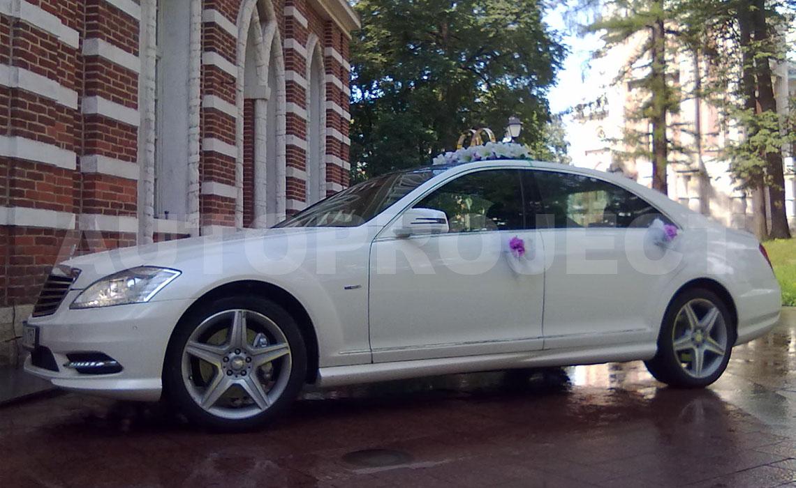 Аренда Мерседес S класса W221 белого цвета на свадьбу в СПб