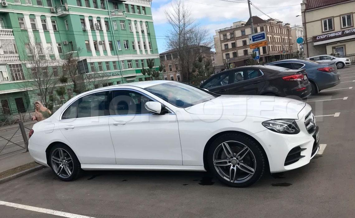 Аренда Мерседес Е класса W213 белого цвета на свадьбу в СПб от Autproject
